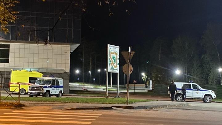 В Новосибирске полиция оцепила здание НГУ — объясняем, что происходит