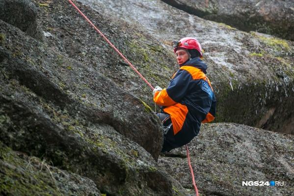 Спасатели просят не подниматься на скалы без специального оборудования
