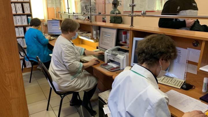 «Ищем людей по больницам»: как работают горячие линии по коронавирусу в Ярославле