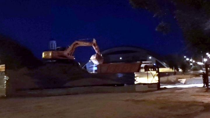 Работает экскаватор и три самосвала: жители Уралмаша не могут уснуть из-за шума на стройке