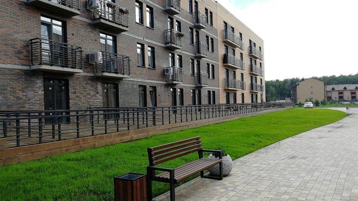 Недалеко от площади Калинина построили малоэтажный квартал: там теплые кирпичные дома и много зелени