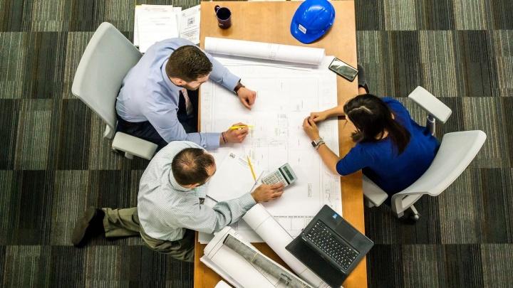 Как бизнесу выгоднее привлечь деньги на развитие — с помощью факторинга или контрактного финансирования