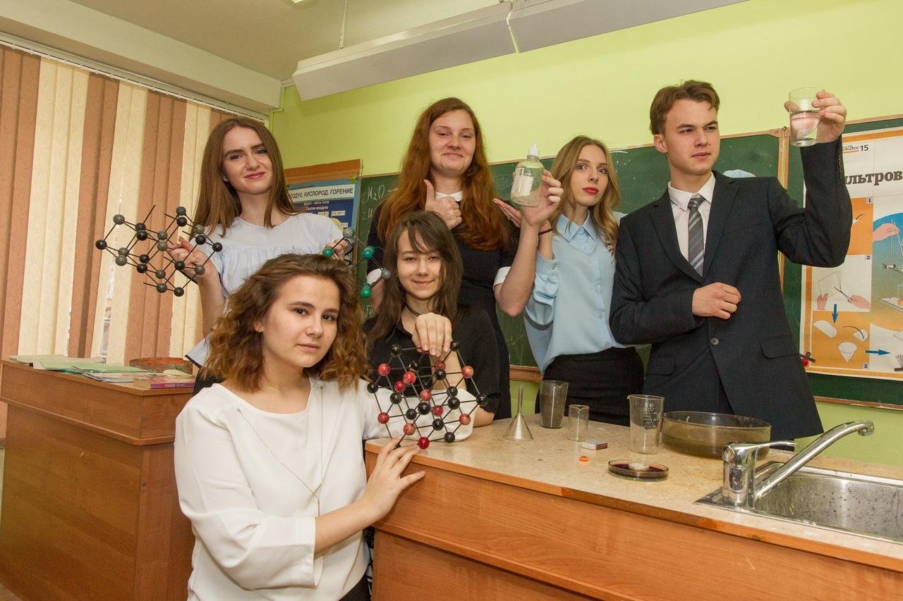 Ученики Ольги Юмашевой проводят много времени в кабинете химии