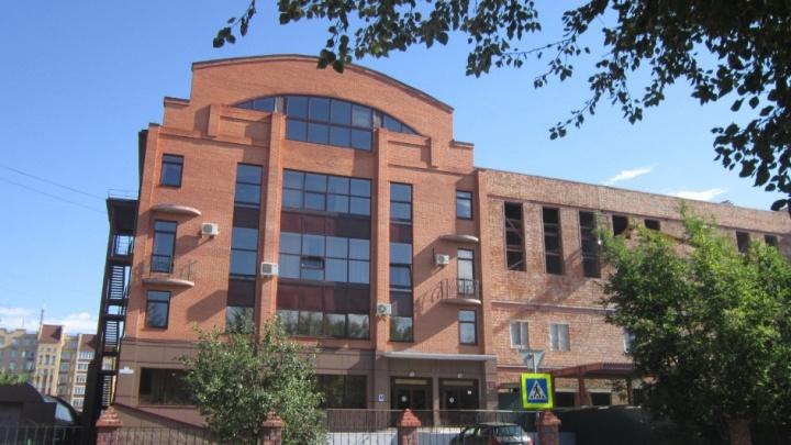 Из-за заболевшей коронавирусом ученицы в гимназии ТюмГУ закрыли класс