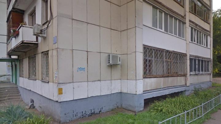 В Уфе под окнами многоэтажки нашли двухлетнего ребенка