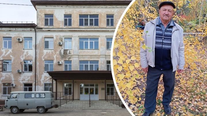 «Стоял под дождем с температурой»: в Волгоградской области онкобольному сердечнику с коронавирусом не нашли места в госпитале