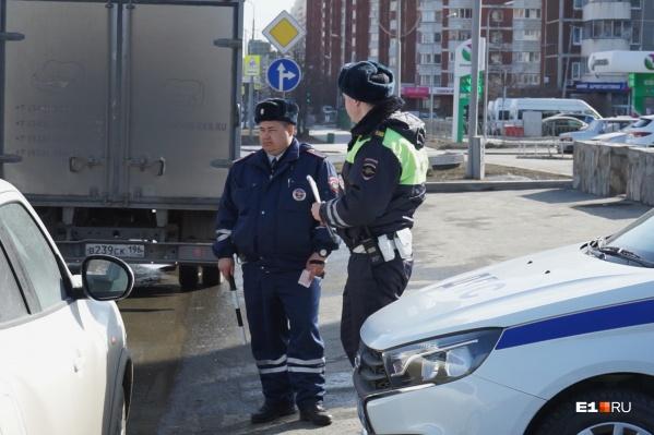 Сотрудники ГИБДД продолжают работать на улицах, но город не закрыли для посещения