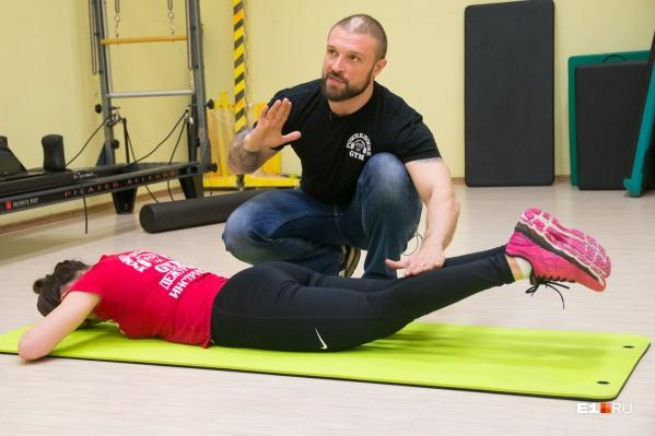 Фитнес-инструктор Михаил Глазунов уверен, что эффект от упражнений будет ощутим уже через 2 недели.