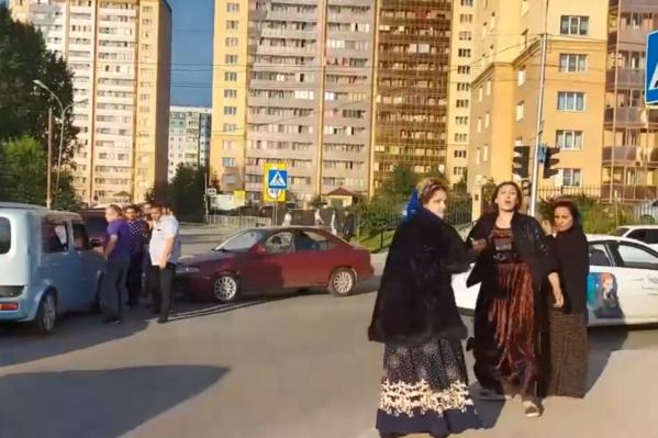 Цыгане обматерили девушку, которая хотела снять конфликт на камеру