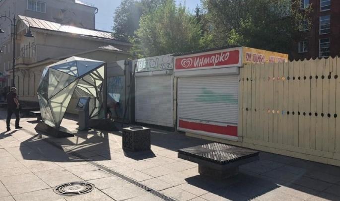 «Апогей вандализма!»: мэрия спешно убрала три киоска, появившихся на улице Чокана Валиханова