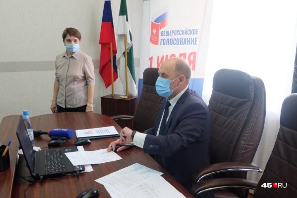 Глава облизбиркома Валерий Самокрутов поблагодарил зауральцев, сходивших на голосование