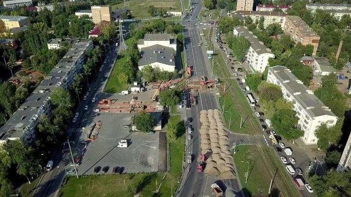 В Самаре на Ново-Садовой образовалась пробка из-за ремонта теплотрассы