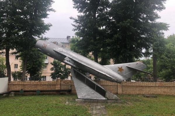 Вот так неказисто сейчас выглядит самолет МиГ-17