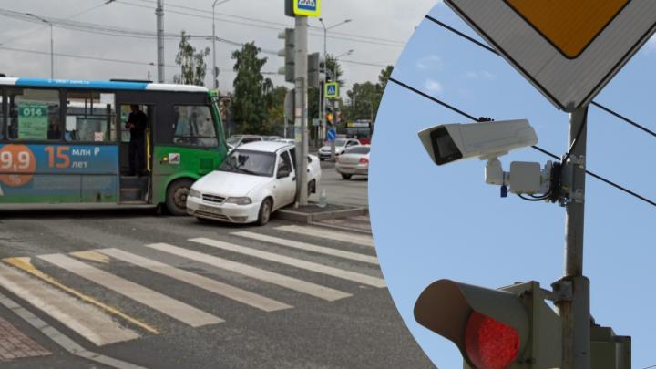 Аварийный перекресток Московская — Щорса завесили хитрыми дорожными камерами