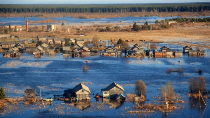 Самоизоляция по-русски: 20 мощных фото паводка со всей страны