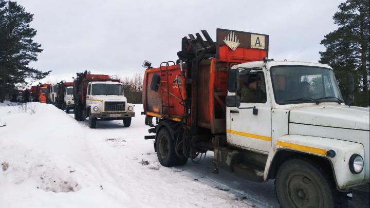 «Надо соблюдать условия договора»: мусоровозам в Котласе закрыли доступ на местный полигон