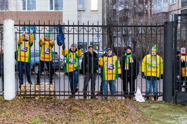 Предыдущий матч «Водника» архангельские болельщики провели за территорией стадиона