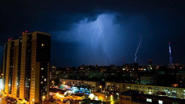 МЧС предупреждает о ливнях, грозе и сильном ветре в Прикамье