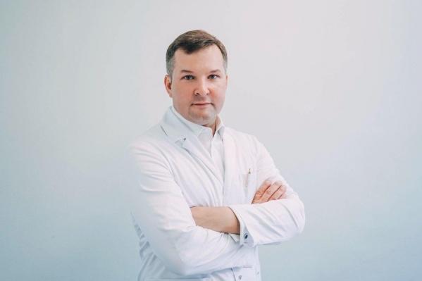 Яков Сандаков окончил Пермскую медакадемию, долгое время работал в медицине, а сейчас возглавил Минздрав Иркутской области