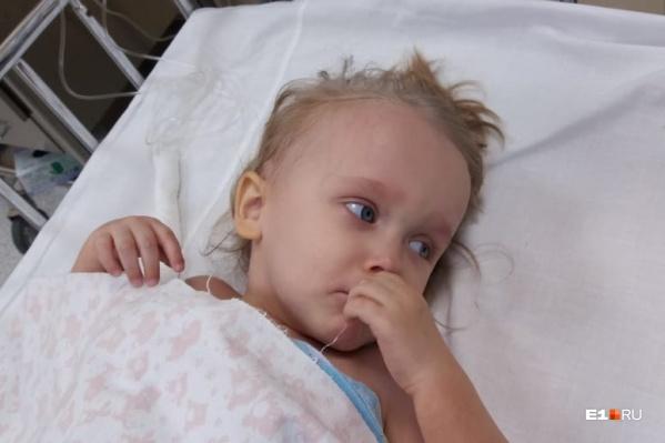 Кира в два года перенесла очень тяжелую операцию