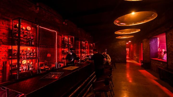 «Откройте ночные заведения по QR-кодам!»: Куйвашев объяснил, зачем закрыл клубы и бары