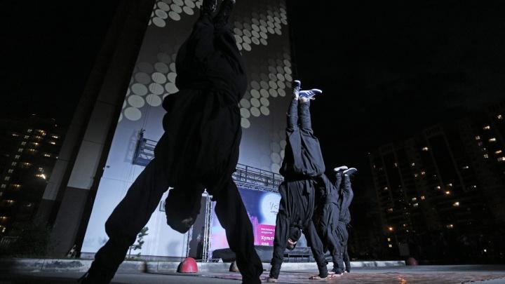 Ниндзя и световое шоу на стенах панельки: смотрим, как стартовал «Культурный код» в Челябинске