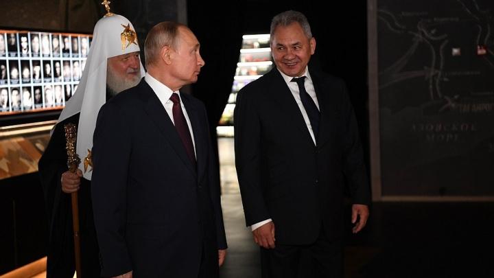 Владимир Путин нашел портрет отца среди миллионов других, собранных в новом музее