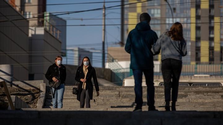Новосибирцы хлынули на улицы в первое жаркое воскресенье, позабыв о карантине — фоторепортаж из центра