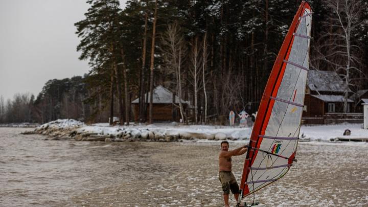 Экстремал из Новосибирска проплыл под парусом по Обскому водохранилищу — 15 впечатляющих фото