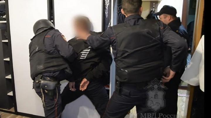 В Перми задержали семейную пару, которая устроила стрельбу во дворе. Видео