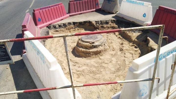 В Тюмени сотрудники «Водоканала» потеряли канализационный люк. Его закатали в асфальт