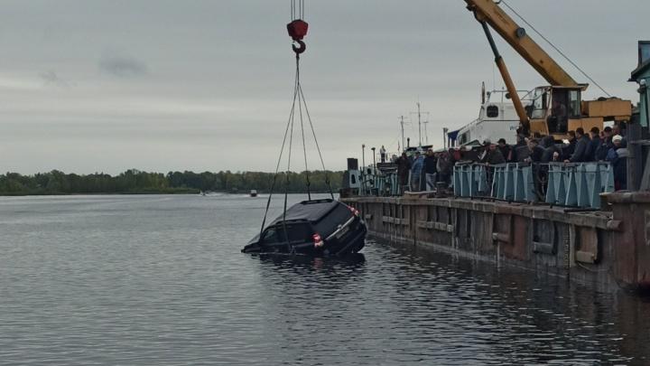 Стали известны детали гибели двух человек в машине, которая ушла под воду