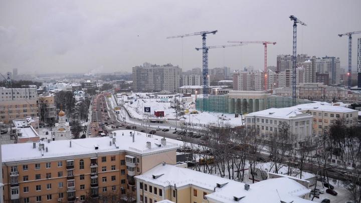 Ко Дню Победы улицы Екатеринбурга украсят большими цветочными горшками с изображением орденов