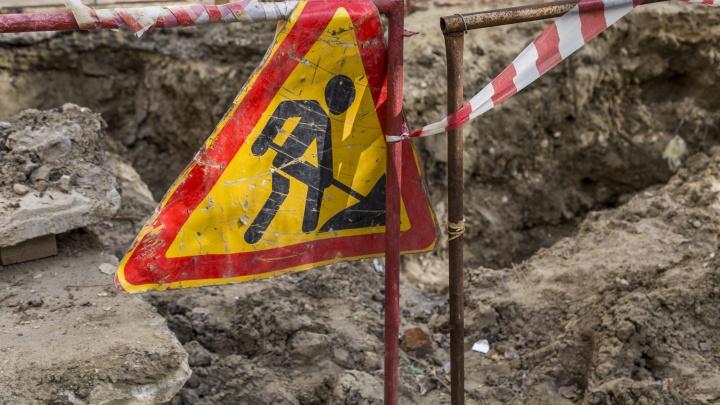 В Краснооктябрьском районе Волгограда из-под земли забил фонтан