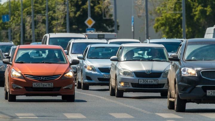На Гагарина и прилегающих улицах образовались пробки из-за ремонта труб