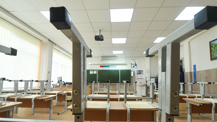 Вернулись к нормальной учебе: в Екатеринбурге стало меньше классов, отправленных на дистант из-за COVID