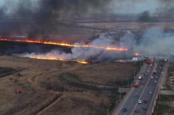 Пожарные до двух часов ночи пытались потушить огонь