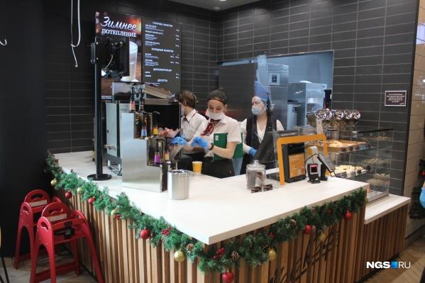 Кофейня в новом заведении представляет собой просто стойку в общем зале