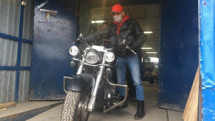 Ярославцу из США прислали Почтой России мотоцикл «Хонда». Фото и видео