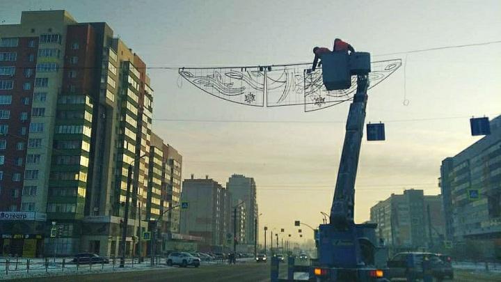 Новогоднюю иллюминацию в Челябинске включат раньше обещанного срока