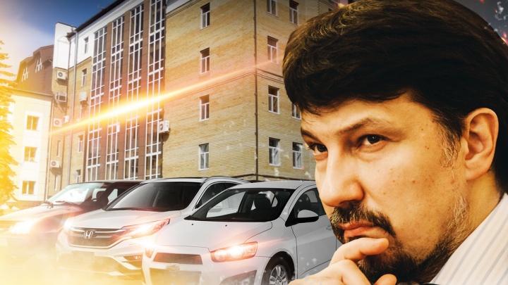 Старенький ИЖ или автобус: на чем ездят сотрудники Департамента финансов Тюменской области