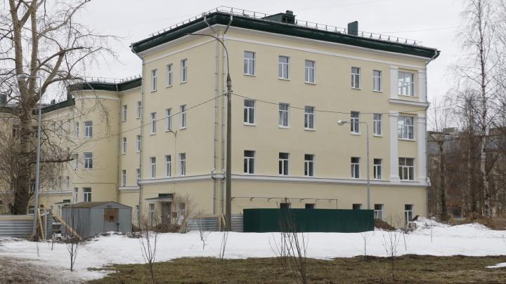 В пяти отделениях Архангельской областной больницы приостановили госпитализацию пациентов
