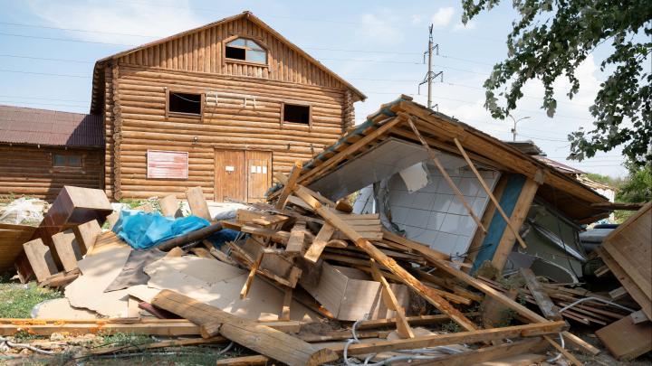 «Всё, что есть хорошего, обязательно надо угробить!»: в Волгограде конюшни «Соснового бора» превратили в развалины