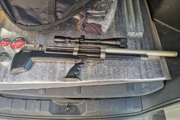 Из этого ружья стрелок обстреливал проезжающие мимо машины