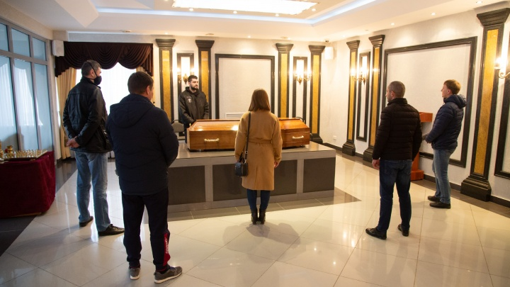 Как в Челябинске проходят похороны во время режима самоизоляции