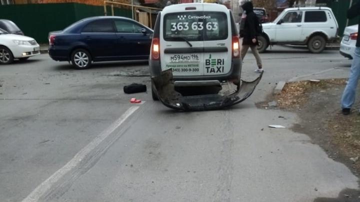 Страховка липовая, водитель пропал: екатеринбуржец пострадал в ДТП с таксистом и не получил ни копейки
