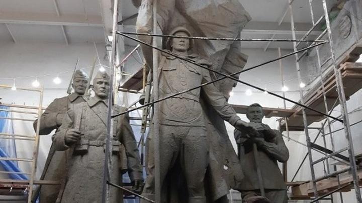 Скульпторы показали памятник, который появится в мае к юбилею победы у «Бобрового лога»