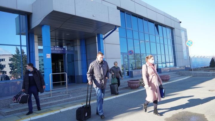 В омском Роспотребнадзоре объяснили, почему не могут закрыть аэропорт для прилетающих