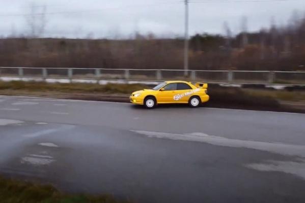 Данила — парня с миодистрофией Дюшенна — прокатили на гоночном авто