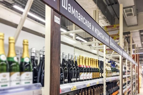 Максимальная сумма штрафа за продажу алкоголя — 300 тысяч рублей